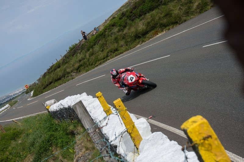 Ian Hutchinson digs deep in Isle of Man TT return